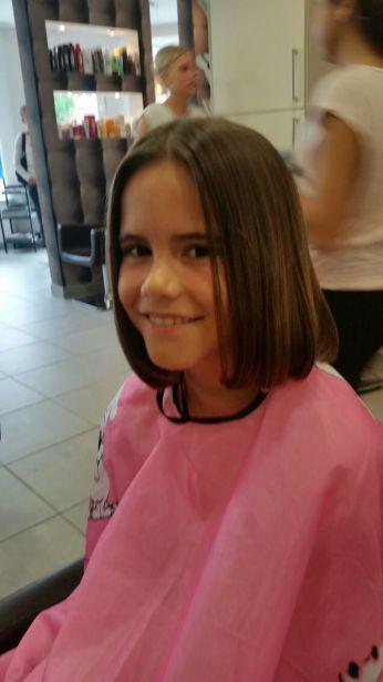 Haartjes afgeknipt voor het goede doel (Pink Ribbon Kankerfonds)